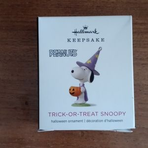 Snoopy Halloween ornament